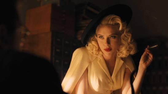 Scarlett seduces Jonah